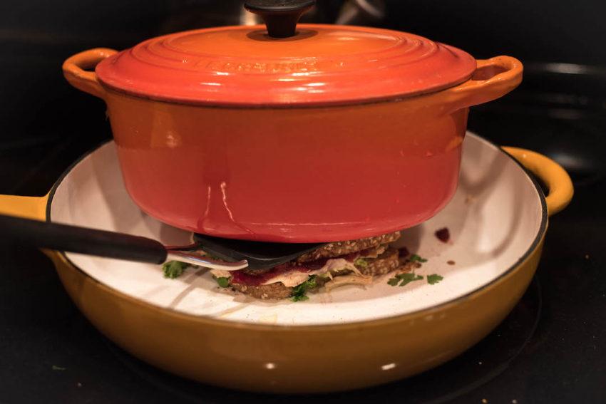 iron-pot-pressing-sandwich